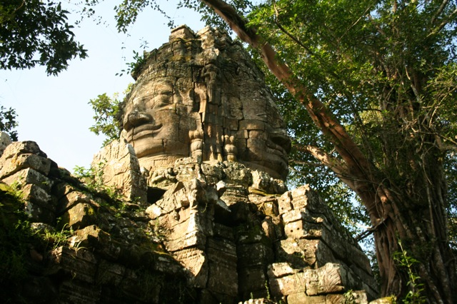 Thank you to Educational Travel Service (www.educationaltravelservice.com), for sharing the picture below. Depicted here a temple in Angkor Wat, Cambodia.